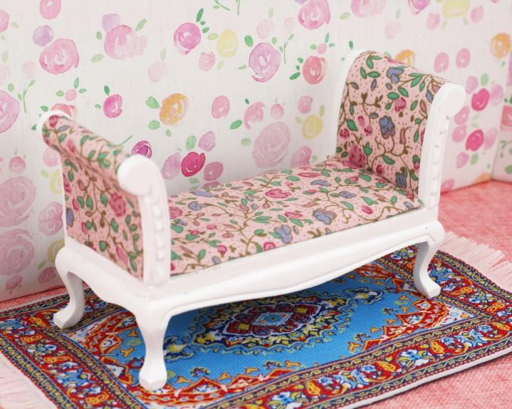 Banco tapizado en flores casita de mu ecas esc 1 12 - Telas inglesas para tapizar ...
