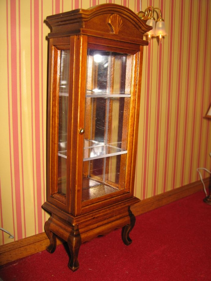 Vitrina de madera nogal para casa de mu ecas nogal escala - Vitrinas para casa ...