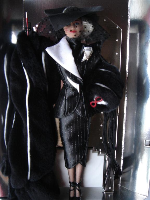Cruella_De_Vil_Great_Villians_Collection_Barbie-nobb-3.jpg